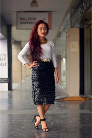 AJ Exclusive skirt - black Zara heels - ZYNC top - gold Zara belt
