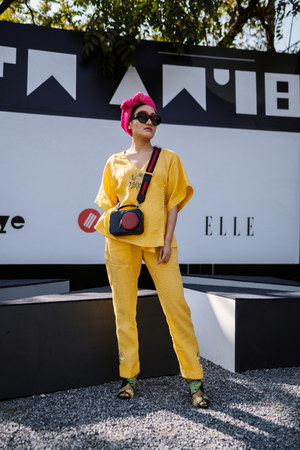 yellow yellow Sue Mue pants - navy crossbody Gucci bag