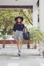 Black-suede-forever-21-hat-black-tote-leather-forever-21-bag