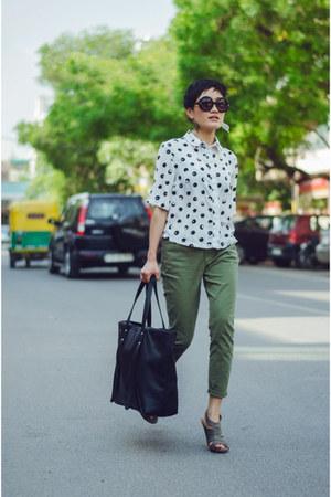 black leather Forever 21 bag - olive green cropped pants banana republic pants