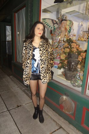 gold leopard print Forever 21 coat - black H&M shorts