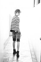 black sm department store cardigan - black bench shorts - black Guess shorts - b