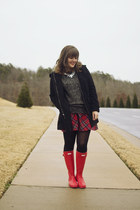 charcoal gray sparkle The Limited sweater - red rainboots Hunter boots