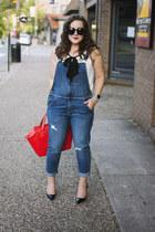 blue overalls Current Elliott jeans - red kate spade bag