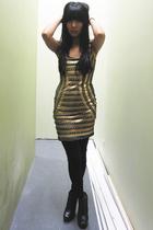 gold Akira dress - black Akira leggings