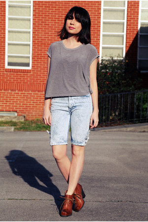 Blue-bermuda-capri-vintage-jeans-heather-gray-muscle-tee-vintage-top