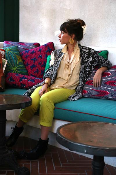 black Esska shoes - black vintage jacket - beige button down vintage shirt