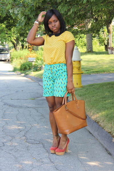 H&M Tops, Shopper Zara Bags, Wooden Forever 21 Heels ...