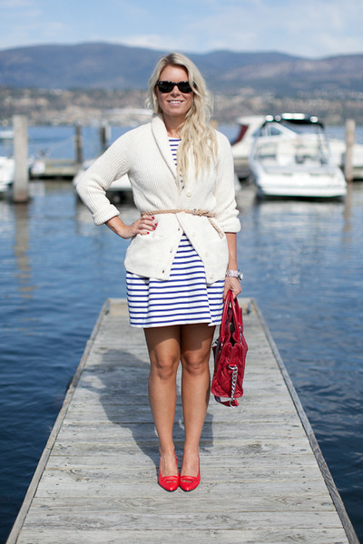 cream chunky knit Gap cardigan - blue Zara dress - red Michael Kors purse