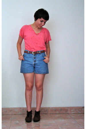 unknown brand blouse - blue Levis shorts - brown unknown brand belt - brown unkn