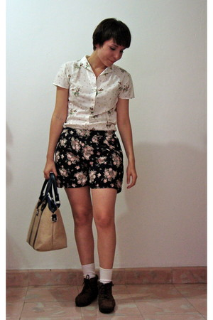 cream thats it blouse - dark gray Oysho shorts - white unknown brand socks - dar
