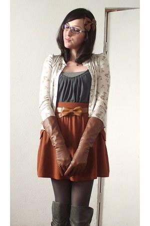 tawny Zara skirt - tawny Zara gloves - tawny Zara belt - gray Bershka blouse