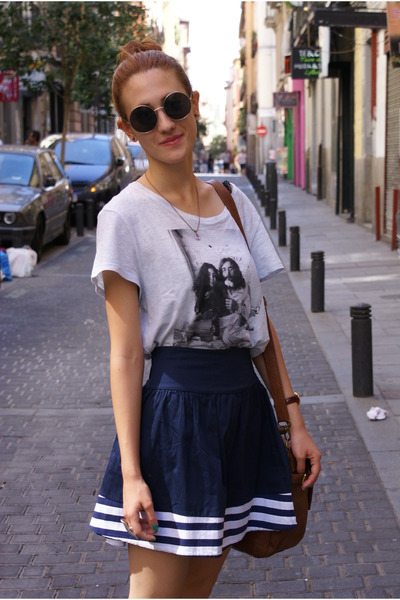navy Local store skirt - H&amp;M t-shirt