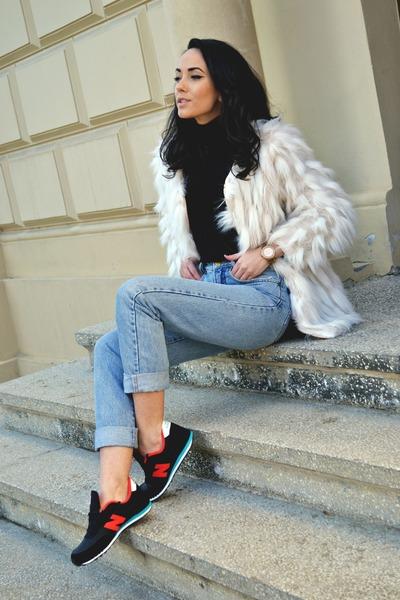 sky blue vintage jeans - cream faux fur Local store coat