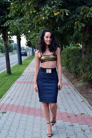 navy pencil Stradivarius skirt - black Stradivarius belt - gold H&M bra