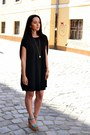 Black-zara-dress-gold-h-m-necklace-sky-blue-suite-blanco-sandals
