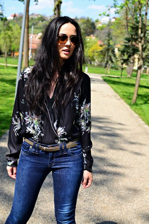gray silk floral Zara shirt - navy basic Miss Sixty jeans