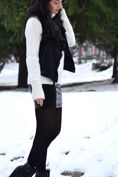 black Zara boots - white Zara sweater - black Bershka skirt - black Zara vest