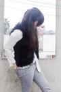 Faux-fur-blanco-vest-axxs-boots-bullhead-jeans