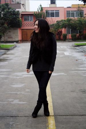 axxs boots - emporium jeans - Xiomi top - faux fur BLANCO vest