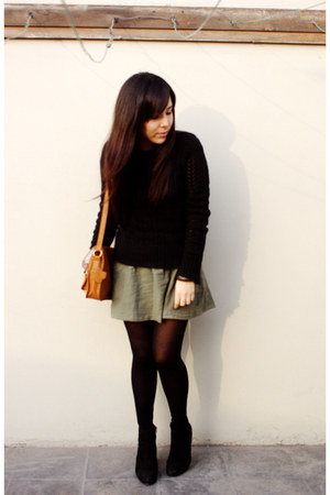 axxs boots - old sweater - Caffarena tights - Navigata bag - Bershka skirt