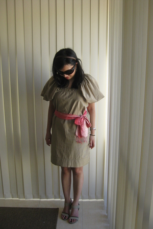 beige Stella McCartney dress - pink belt - beige Vincci shoes