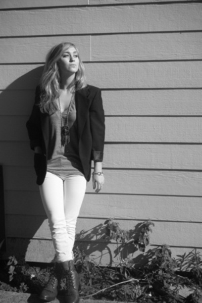 aa t-shirt - Vigoss jeans - Dan Post boots - vintage blazer