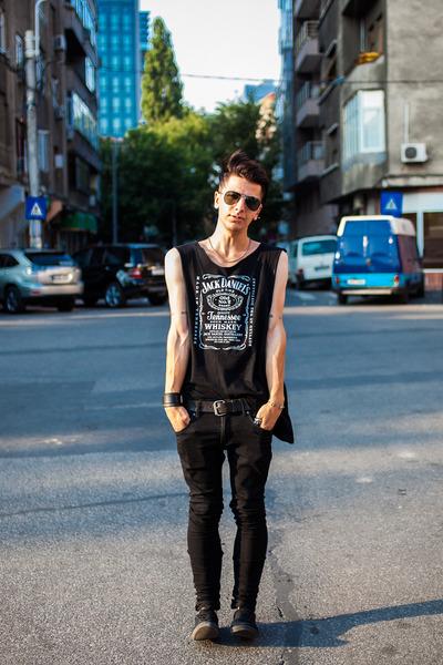 H&M shoes - H&M pants - Jack Daniels t-shirt - Ray Ban glasses