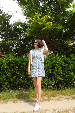 cotton deersalad dress -  rayban sunglasses