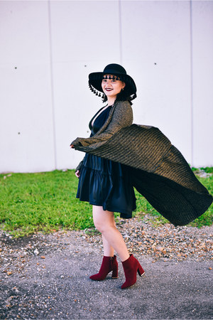 black long duster Alice Marie sweater - brick red red suede Who What Wear boots