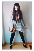 gray vintage blazer - white H&M t-shirt - black Bershka leggings - black Primark