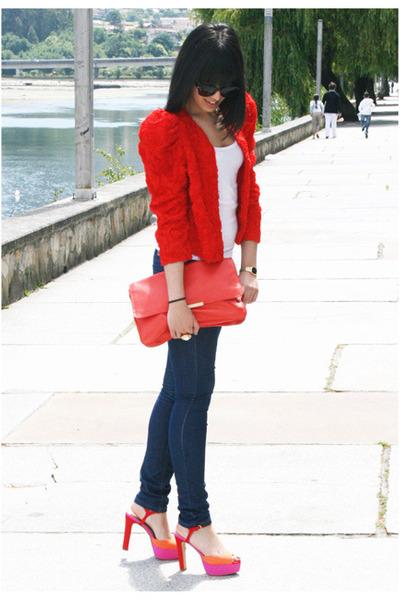 لمسات اللون الأحمر تزيدكِ جمالاً navy-blanco-jeans-re