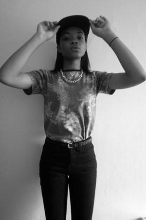 black high waist BDG jeans - light brown floral print Taxonomy t-shirt
