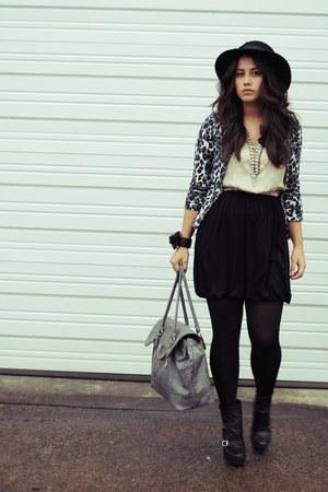 Plum cardigan - Pour La Victoire boots - Delphine dress