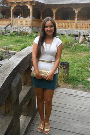gold kenvelo necklace - purse - white peplum New Yorker top - sandals - belt
