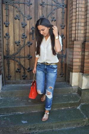 blue boyfriend Zara jeans - red bag - white flat sandals - white loose blouse