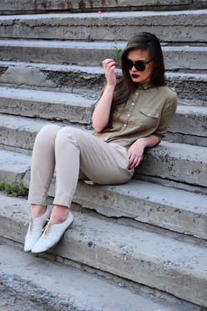 white Sisley boots - beige Zara pants - green Topshop blouse