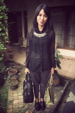black adorable project boots - black Gaudi shirt - black Forever 21 bag