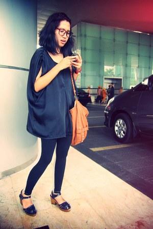 black two tone giordano leggings - tawny Mango bag - purple Retail Therapy clogs