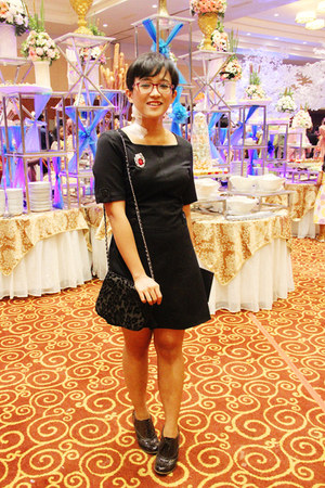 black velvet Dont Ask Amanda purse - black ankle boots Fioni shoes
