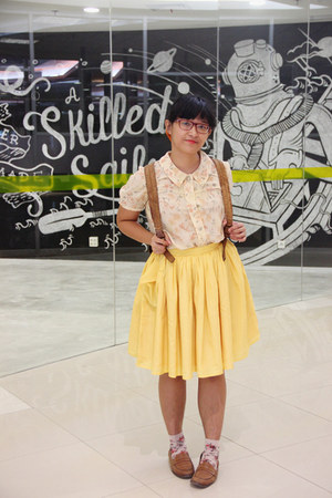 light yellow pleated May & June skirt - bronze leather picard bag