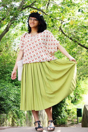 lime green pleated vintage skirt - ivory handmedown bag