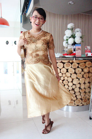 gold kebaya custom made dress - camel purse - brown t-strap sandals