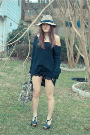 Victorias Secret sweater - lulucom shorts