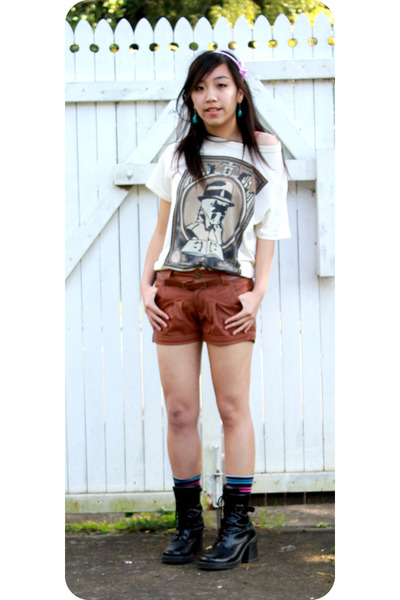 The Watchmen t-shirt - boots - shorts