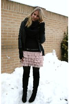 pink Zara skirt - black Sacha boots