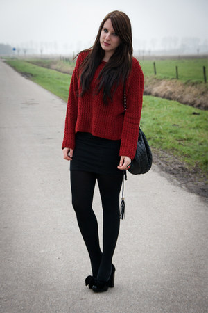 crimson vintage sweater - black hm skirt - black Monki heels