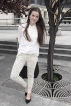 floral print pants - white blouse