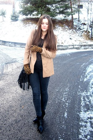 leopard print gloves - ankle boots - fringe bag