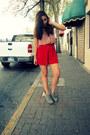 Red-asos-shorts-light-pink-asos-shirt-charcoal-gray-old-navy-wedges